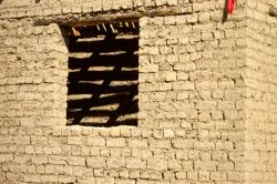 Постройка из саманного кирпича