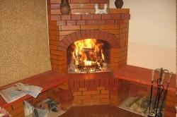 Постройка камина принесет дополнительное тепло и уют в дом.