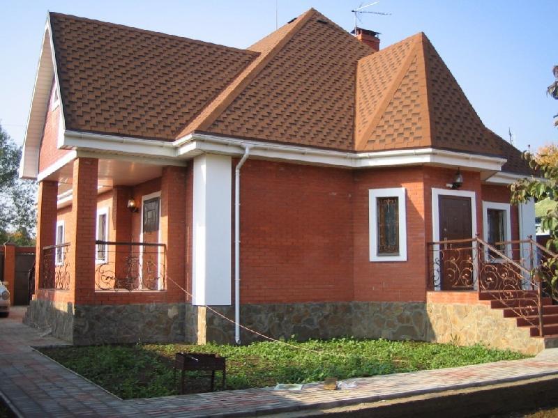 Кирпичный дом с расшитыми швами