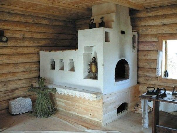 В классическом понимание лежанка у русской печи - это перекрытие самой печи, куда нужно забраться, например, по лесенке.