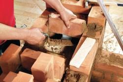 Процесс кладки камина