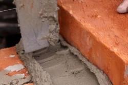 Чем уничтожить швы на кирпичной кладке