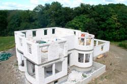 Правильно спроектированный дом - залог долговечности и прочности.