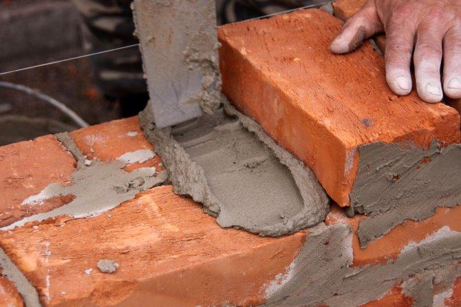 Приготовление строительных и простых огнеупорных растворов вручную