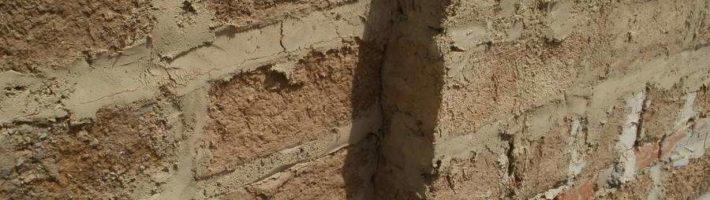 Выравниваем саманные стены