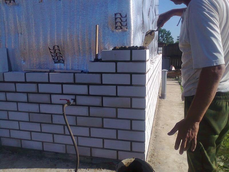 Стены из силикатного кирпича с дополнительным утеплением