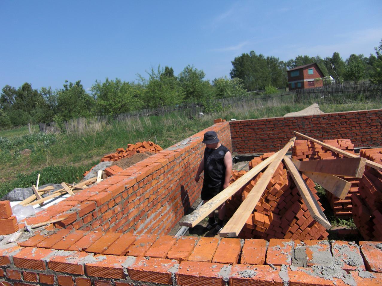 Этап строительства кирпичного дома