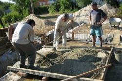 Замешивание цементного раствора вручную