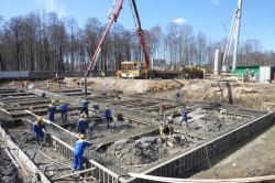 Заливка бетоном ростверка фундамента