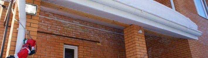 Почему мокнет стена кирпичного дома