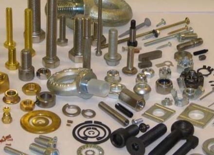 Существуют специальные крепежные  элементы, с помощью которых можно прикрепить любые предметы к стене.