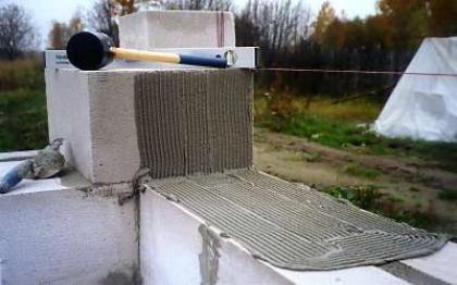 Postavitev blokov pene na videz cementne malte