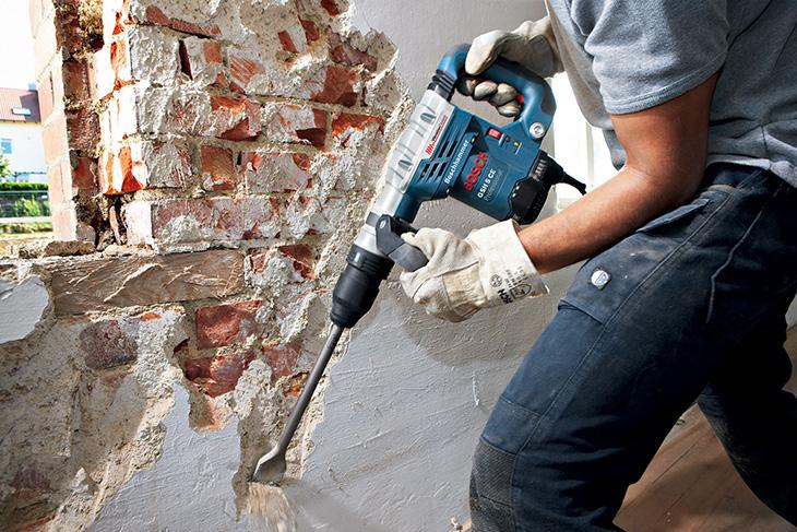 Демонтаж кирпичной стены перфоратором