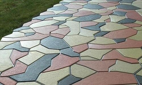 Покрашенная тротуарная плитка