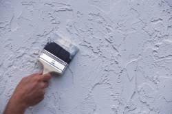 Окраска стен жидким раствором