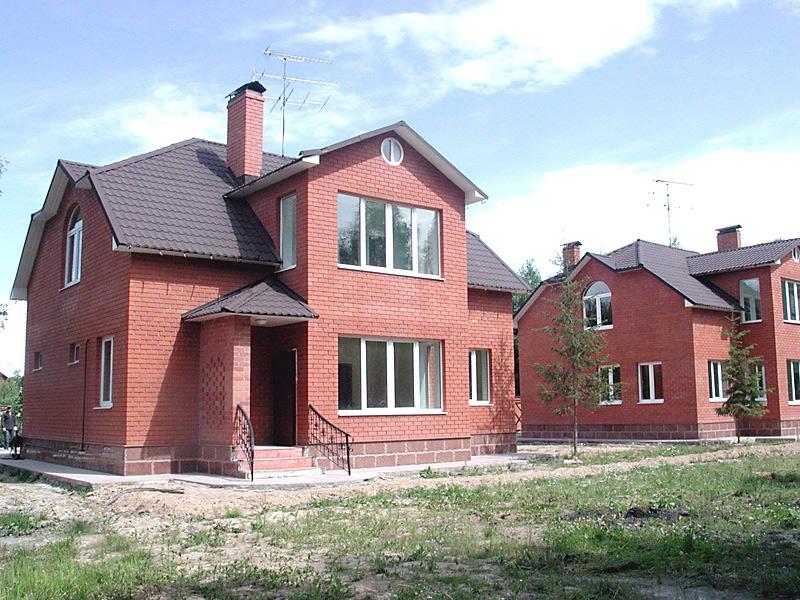 Кирпичный дом с кирпичным фундаментом