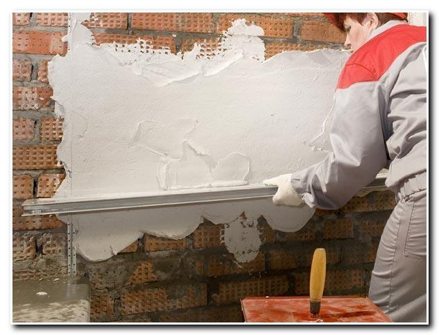 От качества штукатурной работы и самой штукатурки зависит, насколько хорошо будет выглядеть вся стена.