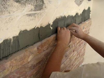 Укладка декоративного камня и метод затирки оказывают решающее влияние на итоговый вид поверхности.