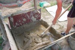Приготовление раствора для печных работ готовят из смеси глины, песка и воды в пропорции приблизительно 1 часть глины на 3-4 части песка