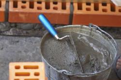 Качество готового цементного раствора для кладки, зависит от качества ингредиентов и тщательного вымешивания.