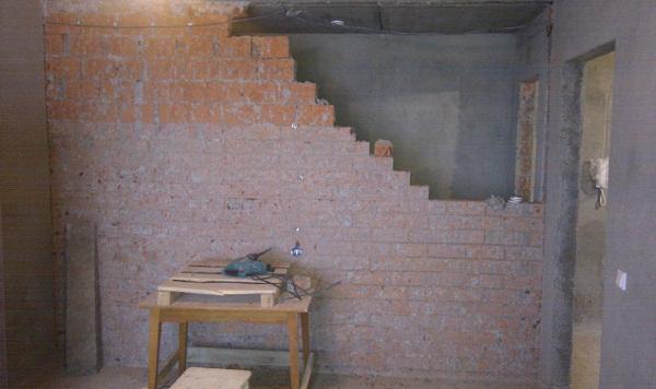 Разбираем кирпичную стену