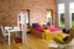 Кирпичная стена в спальне - актуально ли?