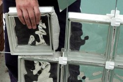 Кладка стеклянных кирпичей