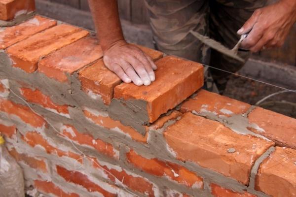 Очистка кирпича от цемента