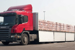 Кирпич – один из самых тяжелых строительных материалов, требующий специального оборудования для транспортировки.