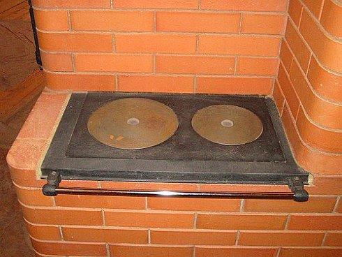 Также в печь барбекю можно встроить варочную панель для приготовления обычных блюд.