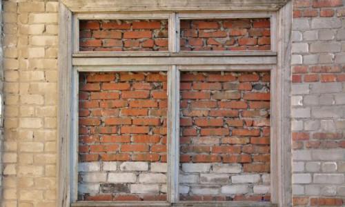Закладка окна кирпичом